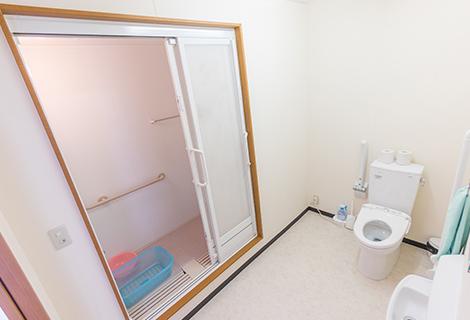 1F トイレ・シャワー室